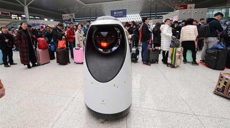 В Китае первый робот патрульный на вокзале