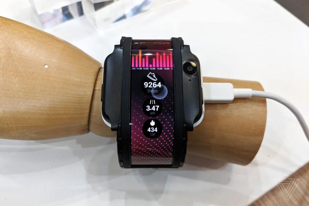 Nubia показала гибкий смартфон-часы Alpha